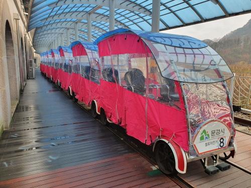 문경관광진흥공단(이사장 금옥경)겨울 운행 철로자전거, 투명 커브 씌워서 따뜻해요!! 많이 많이 오세요 !!